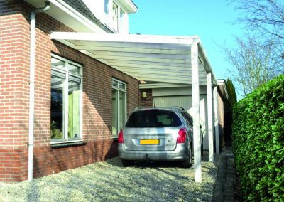 Carport recht wit