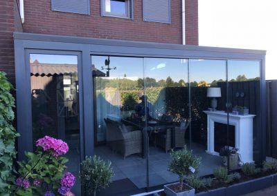 Verasol complete tuinkamer. Met glazen schuifdeuren. Geleverd door Livingstone Goes, Zeeland